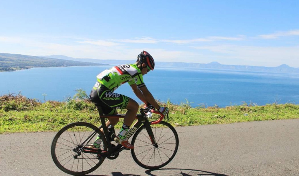 Bersepeda harus menggunakan keamanan yang benar agar bersepeda dengan nyaman dan menyenangkan. Bersepeda dapat menyehatkan tubuh.