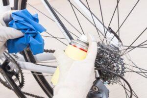 Merawat dan Membersihkan Sepeda